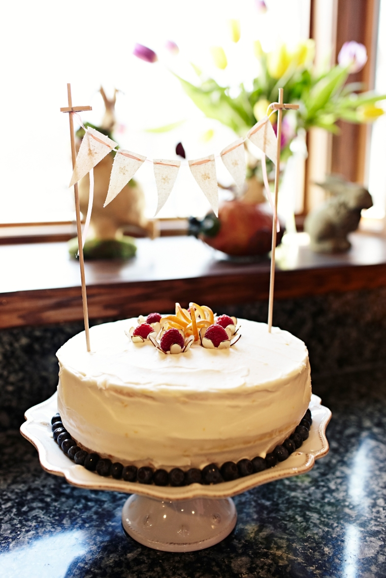 I found this cute little mini bunting cake decoration on Zulily...cute huh :)